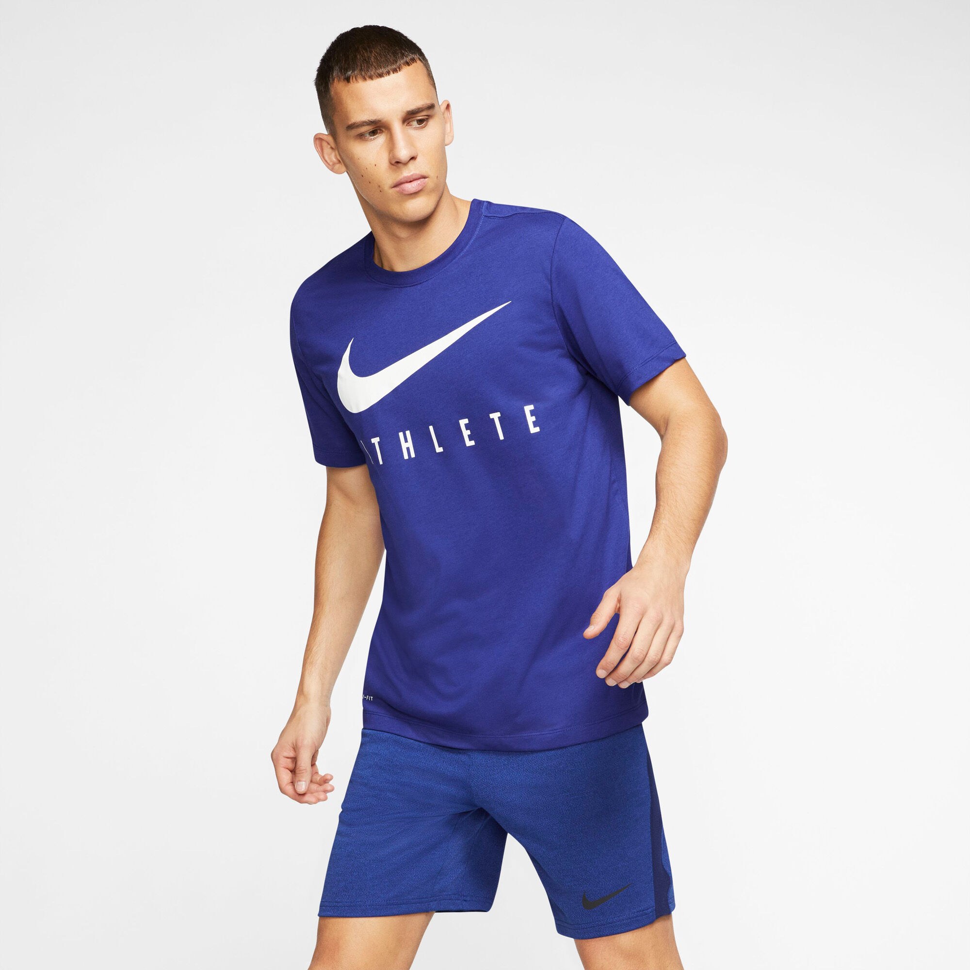 Nike Herre T shirt + Shorts